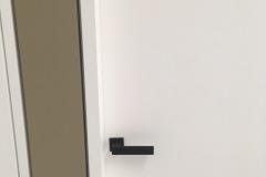 Dettaglio maniglia e porta senza coprifilo